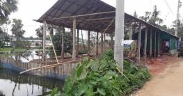 রেলওয়ের জমি দখল করে বাড়ি-রেস্টুরেন্ট নির্মাণের অভিযোগ