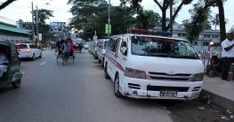 কুমিল্লায় এ্যাম্বুল্যান্সের অবৈধ পার্কিংএ সৃষ্টি হচ্ছে যানজট