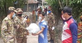 চান্দিনায় দরিদ্রদের মাঝে সেনাবাহিনীর খাদ্য সামগ্রী বিতরণ