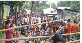 রিকশাচালককে মারধরের প্রতিবাদে এলাকাবাসীর সড়ক অবরোধ