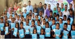 কুমিল্লায় ৭৫জন দরিদ্র শিক্ষার্থীকে শিক্ষা সামগ্রী প্রদান