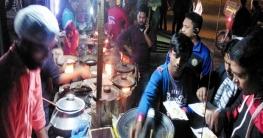 কুমিল্লায় নগর জীবনে গ্রামীণ পিঠার আমেজ