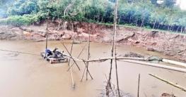 অবৈধ বালু উত্তোলনে নদী ভাঙন আতঙ্কে ১০ গ্রাম