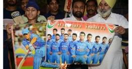 উত্তাল ভারত, ক্রিকেটারদের ছবিতে আগুন!
