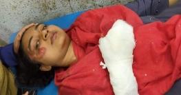 হোমনায় অবৈধ ট্রাক্টরের ধাক্কায় কলেজ ছাত্রী আহত