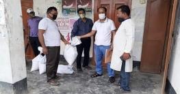 হকারদের খাদ্য সহায়তা দিলো উপজেলা প্রশাসন