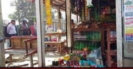নাঙ্গলকোটে তুচ্ছ ঘটনায় ব্যবসায়ীর উপর সন্ত্রাসী হামলা ভাংচুর